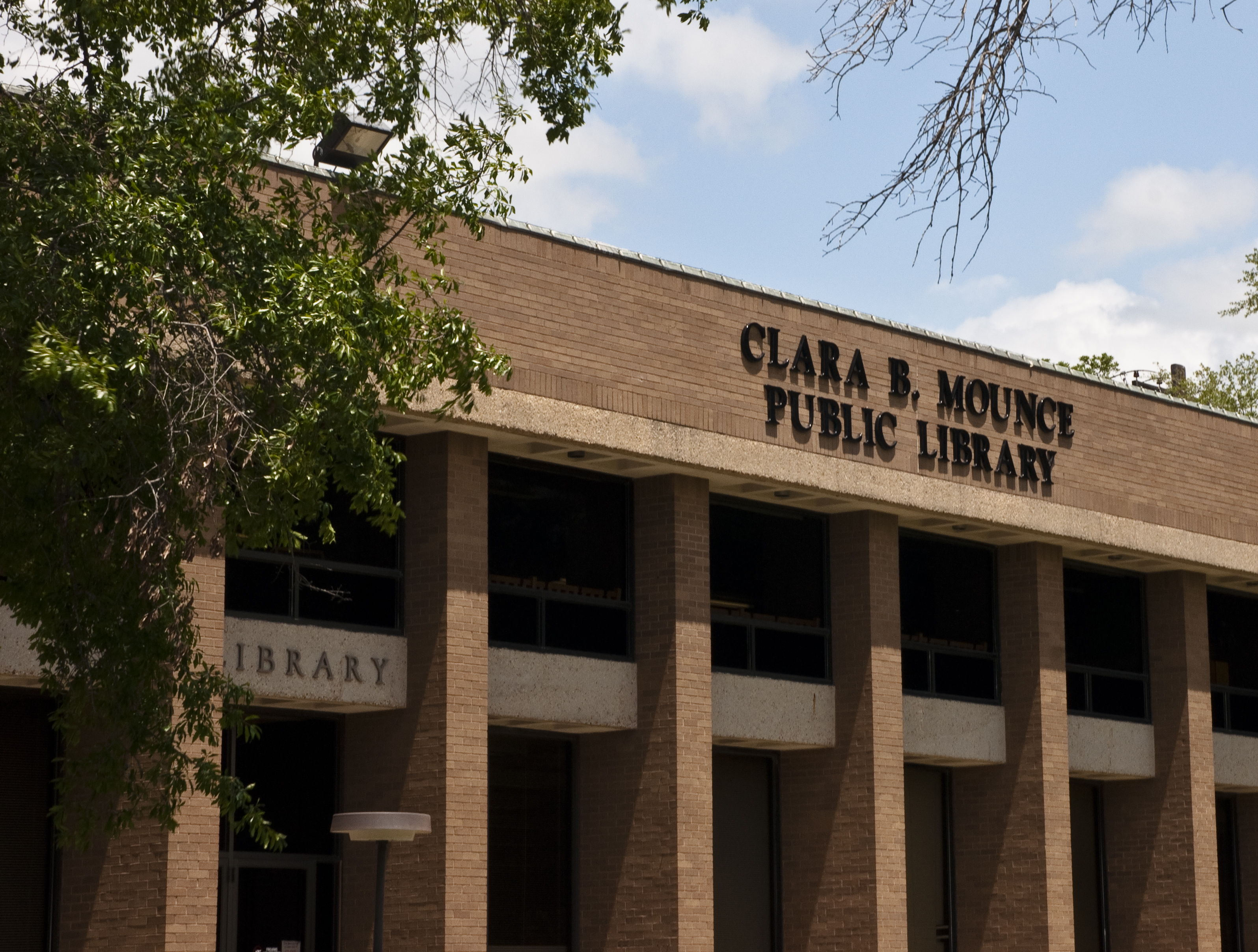 Clara B. Mounce Public Library Offers Free Homework Assistance